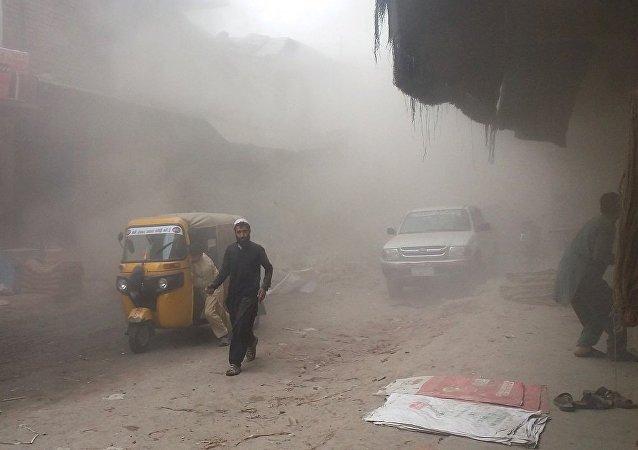 阿富汗东部城市贾拉拉巴德发生爆炸导致2死10伤