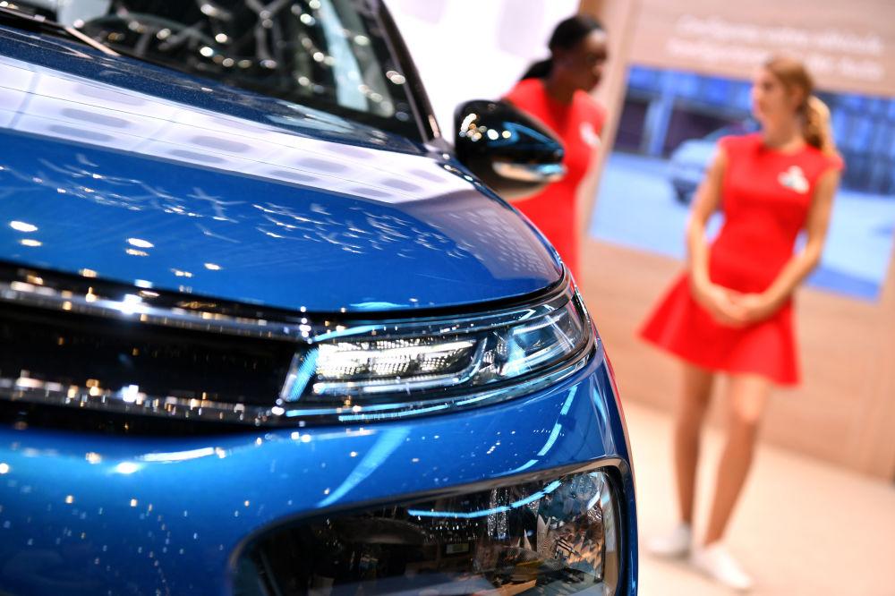 雪铁龙展台上的汽车模型