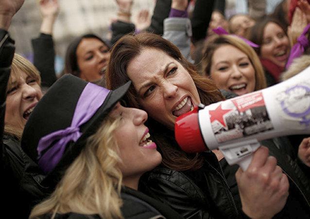西班牙工会:该国超过500万人参加女权主义罢工