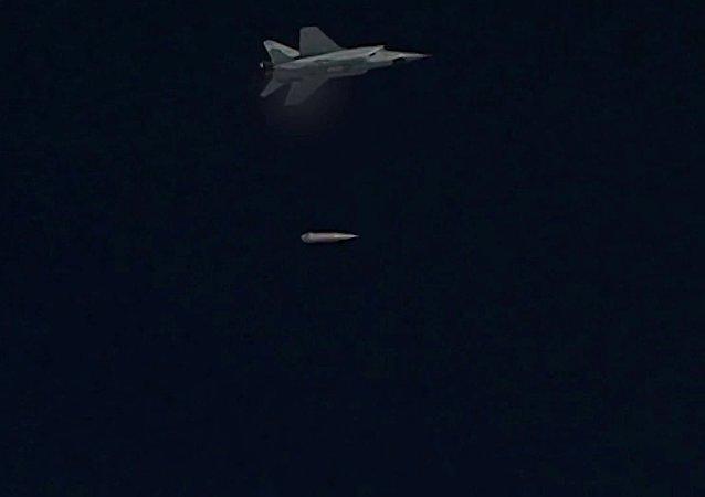 """俄国防部:空天军米格-31机组开展""""匕首""""导弹系统发射演习"""