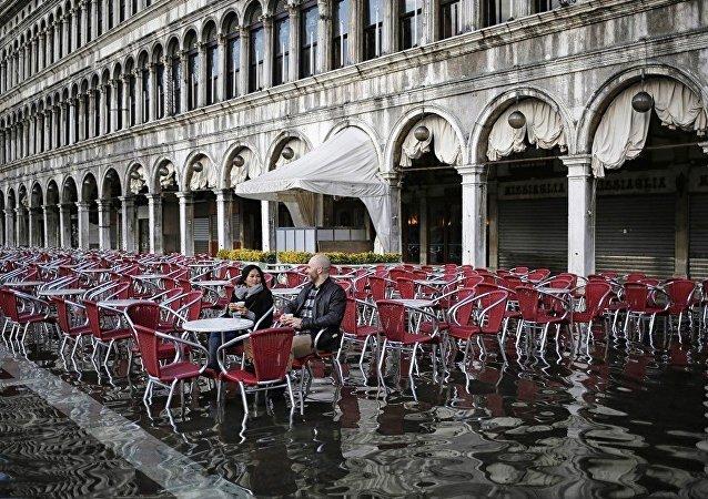 暴雨過後威尼斯近三成城區被淹
