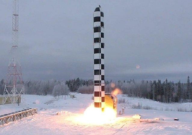 """俄副总理:对新式洲际弹道导弹""""萨尔马特""""的测试筹备工作未因新冠疫情停止"""