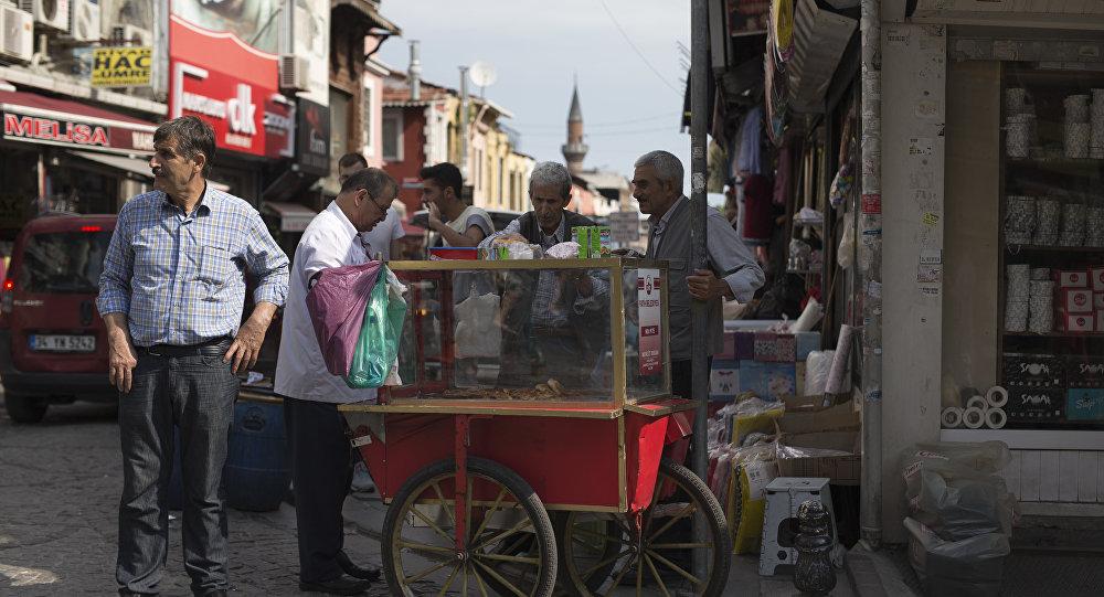 土耳其小吃店业主:很快人们将在网上点茶