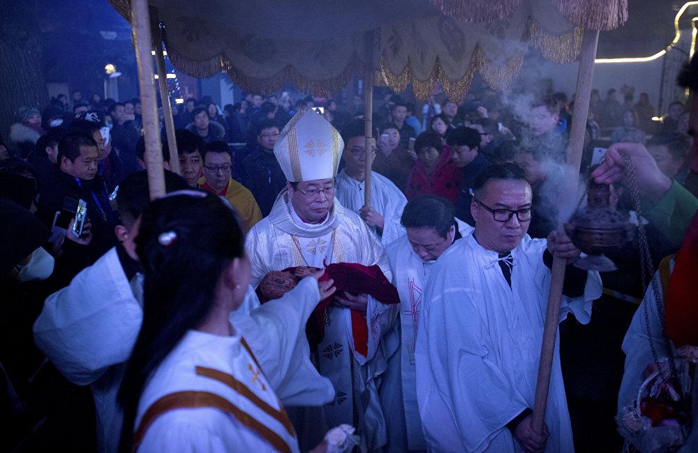 梵蒂岡是歐洲唯一與台灣建交的國家,這也讓北京感到不悅。因為1951年被驅逐出境的黎培里去了台灣,並在那裡建了羅馬教廷使團大樓。但是現在的羅馬教皇方濟各堅持靠近中國大陸。