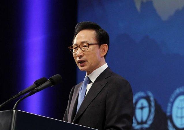韩国前总统李明博因涉嫌贪污受贿被公诉