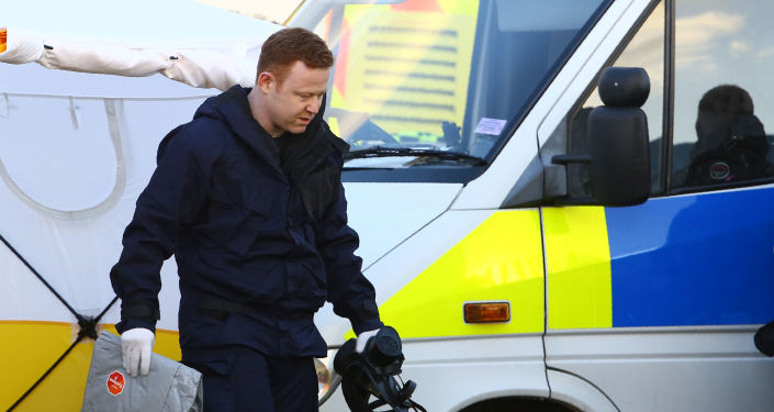 Работа полиции по делу Сергея Скрипаля в Центре восстановления транспортных средств Эшли Вуд в Солсбери
