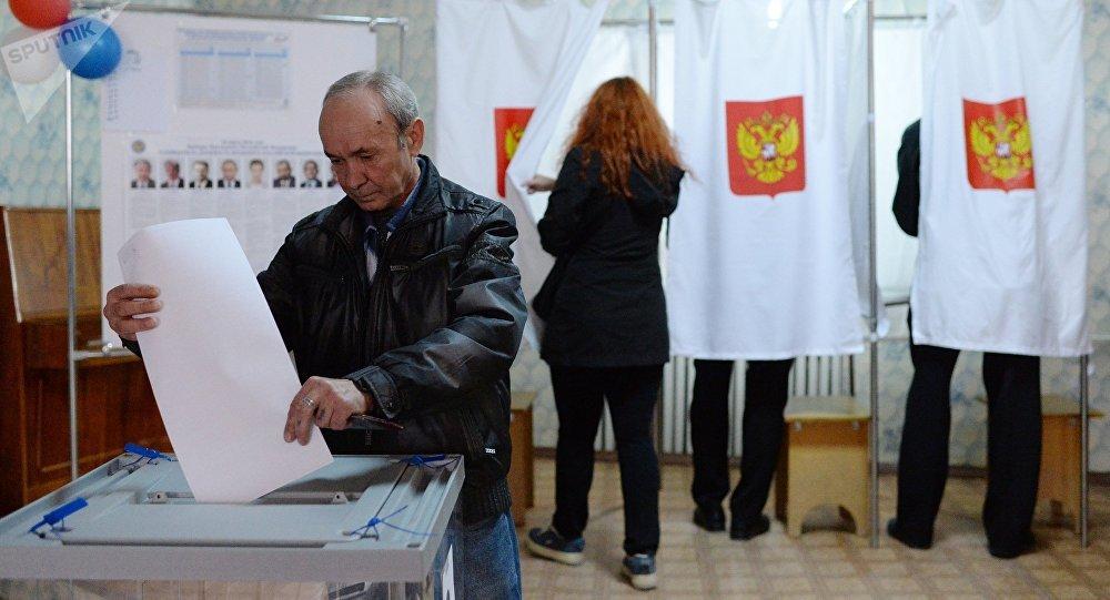 俄中选委:截至莫斯科时间14点俄总统大选投票率为37.42%