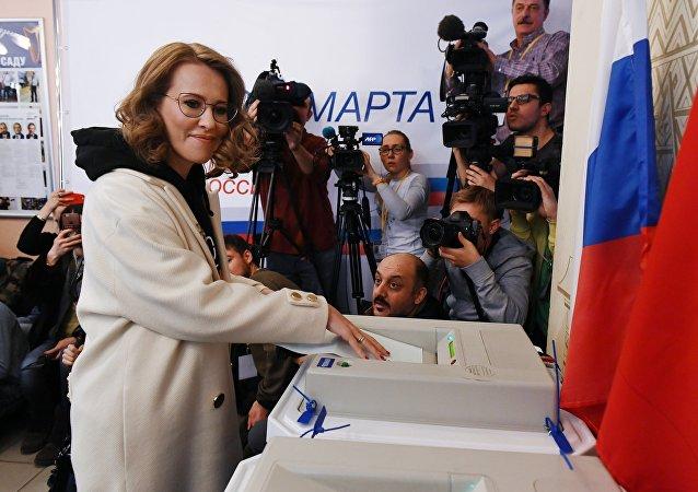 Кандидат в президенты РФ от партии Гражданская инициатива Ксения Собчак голосует на выборах президента РФ
