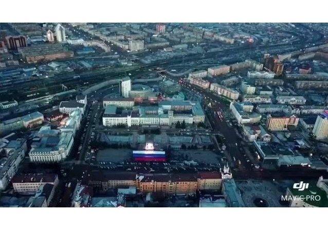 在烏蘭烏德的主廣場,為選舉放置了一面20X50米見方、重將近600公斤的俄羅斯三色旗。