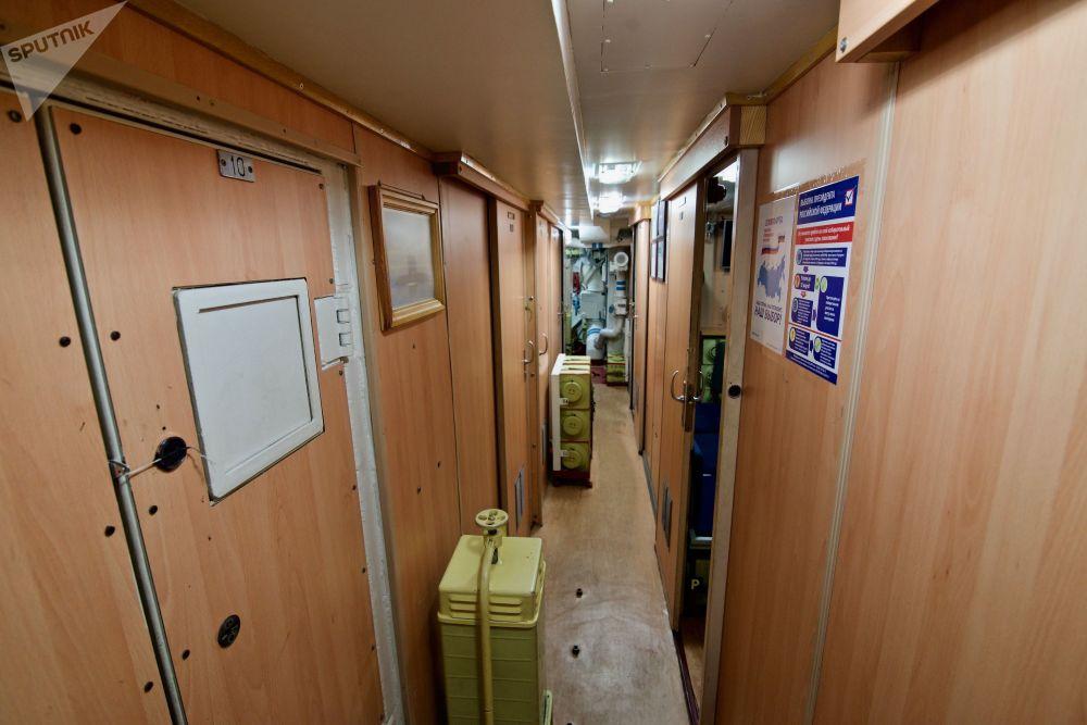 """""""诺沃罗西斯克""""号的居住舱虽然小巧但也舒适。"""