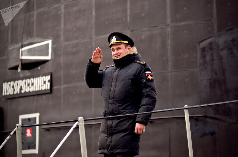 """有一次在地中海,美军驱逐舰花了三天也没能找到""""诺沃罗西斯克""""号,虽然它就在不远处潜藏。"""