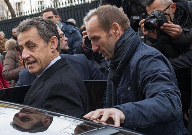 法国前总统萨科齐因涉嫌2007年竞选期间接受外国资助被警方羁押