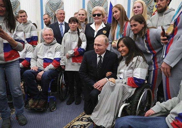 普京:俄罗斯将继续捍卫清白运动员的荣誉