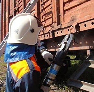 俄特维尔州一旅客列车机车脱轨