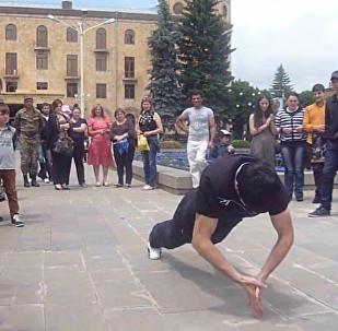 亞美尼亞運動員以其特別的俯臥撐刷新世界記錄