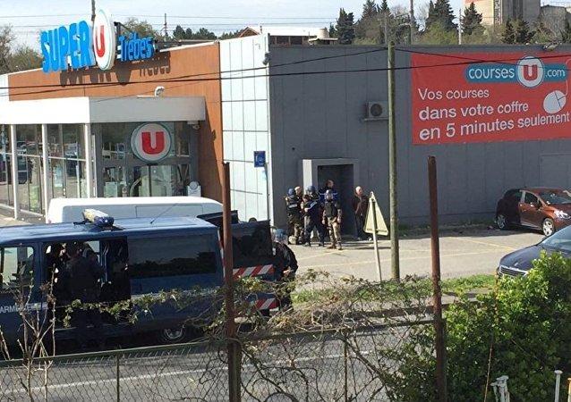 法内政部长:在恐袭事件中自愿替换人质的警察身亡
