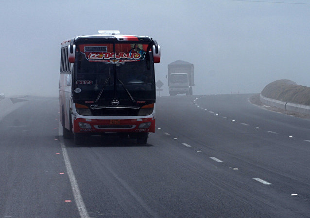 """厄瓜多尔巴士在""""死亡转角""""翻车至12人死亡"""