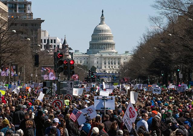 奥巴马和希拉里支持美国反枪支游行