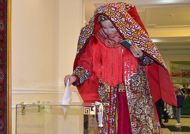土库曼斯坦议会选举投票在歌舞中进行