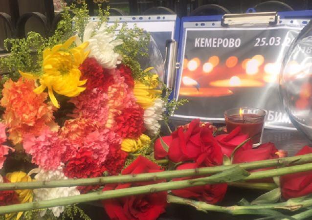 中国副外长赴俄驻华使馆吊唁克麦罗沃市火灾事故遇难者