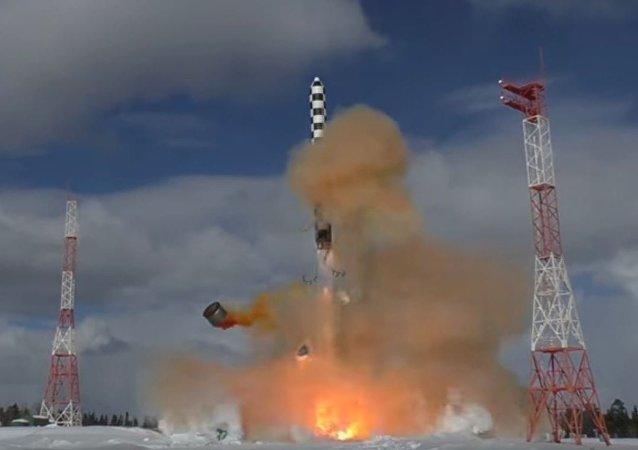 """""""萨尔马特""""导弹的飞行试验"""