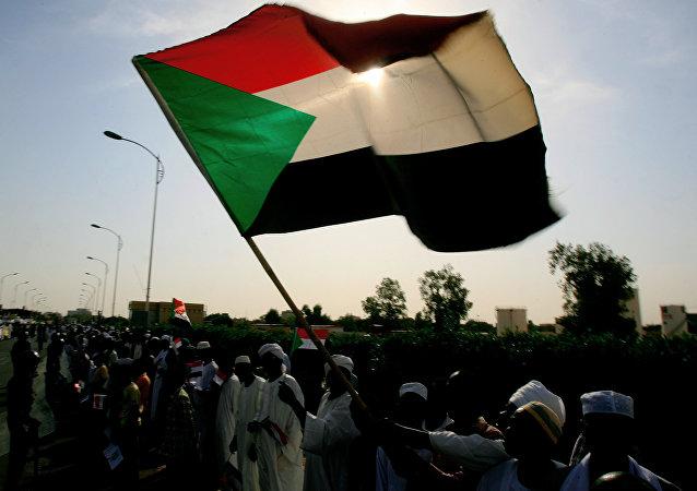 苏丹总理解散政府