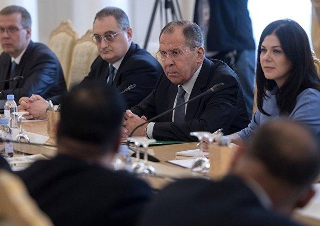 俄羅斯外長拉夫羅夫在與孟加拉國外長艾哈邁德·阿里舉行會談
