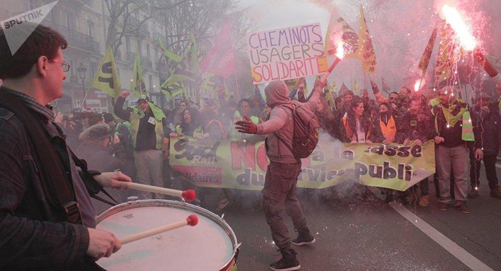 巴黎鐵路工人抗議改革