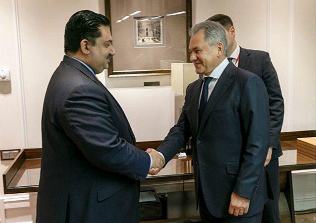 俄国防部长绍伊古与巴基斯坦国防部长胡拉姆·达斯特吉尔·汗