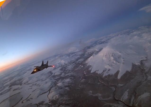國防部展示了米格-31戰機在勘察加夜空中進行空中加油的獨特鏡頭