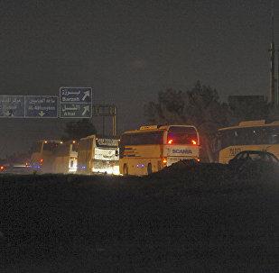 85辆运送武装分子大巴离开叙杜马镇前往贾拉布鲁斯