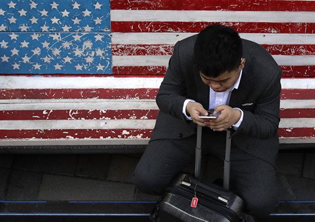 美威胁吊销中国电信在美经营许可 中国外交部:坚决反对