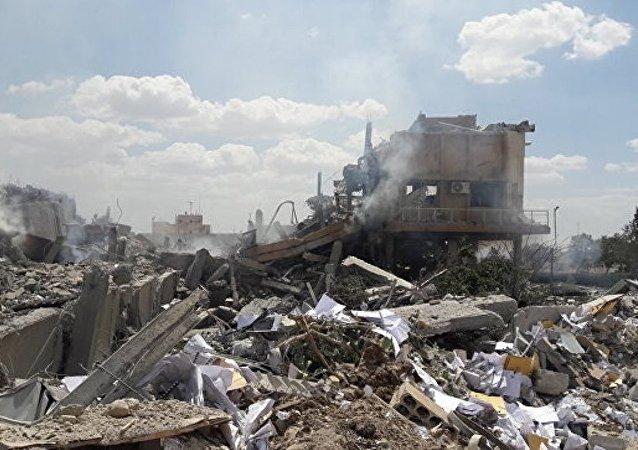 極端分子將一裝滿彈藥的軍械庫上繳給敘政府軍