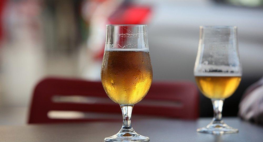 研究人員介紹喝啤酒最好用的酒杯