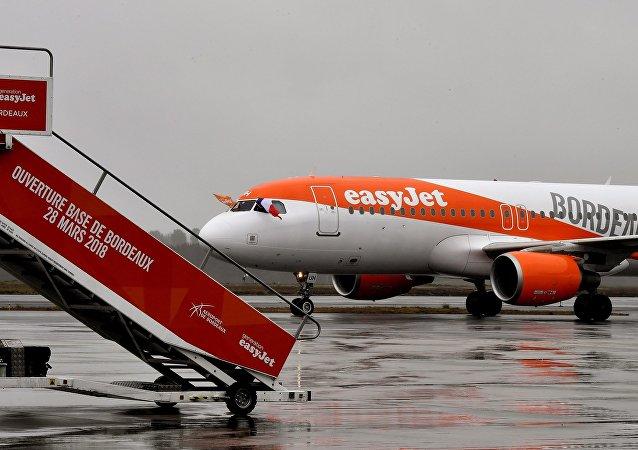 """英国一家航空公司停止用""""女士和先生""""称呼旅客"""