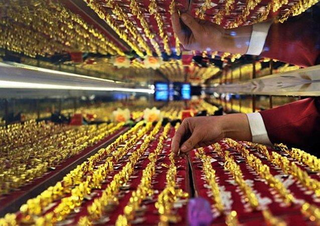 2018年中国奢侈品市场规模同比增长18%