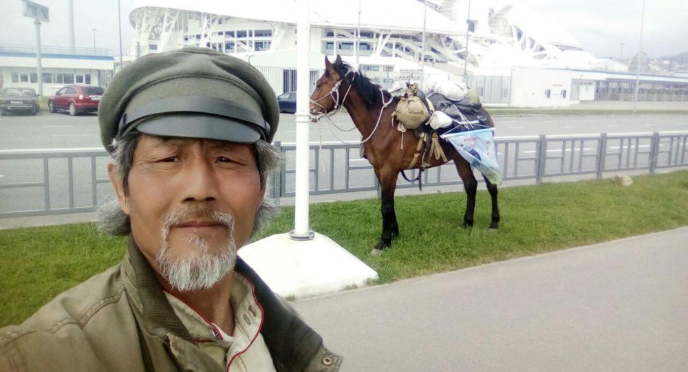 俄籍華人騎馬巡遊2018年世界杯舉辦地