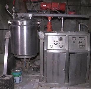 俄军在叙利亚杜马市发现武装分子的化学品仓库