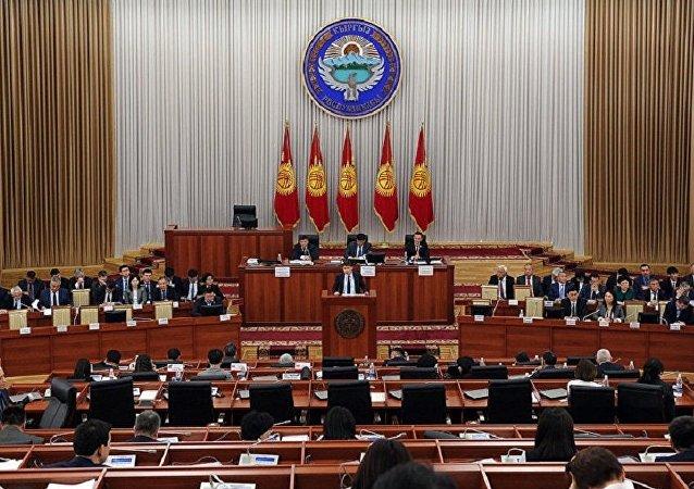 吉尔吉斯斯坦议会选举议员伊萨耶夫为新议长