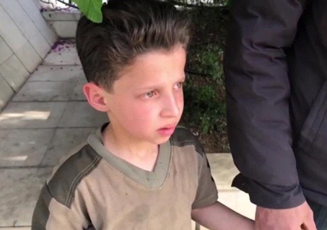被「白頭盔」稱為是杜馬市化學攻擊受害者的11歲敘利亞男孩講述了視頻拍攝情況