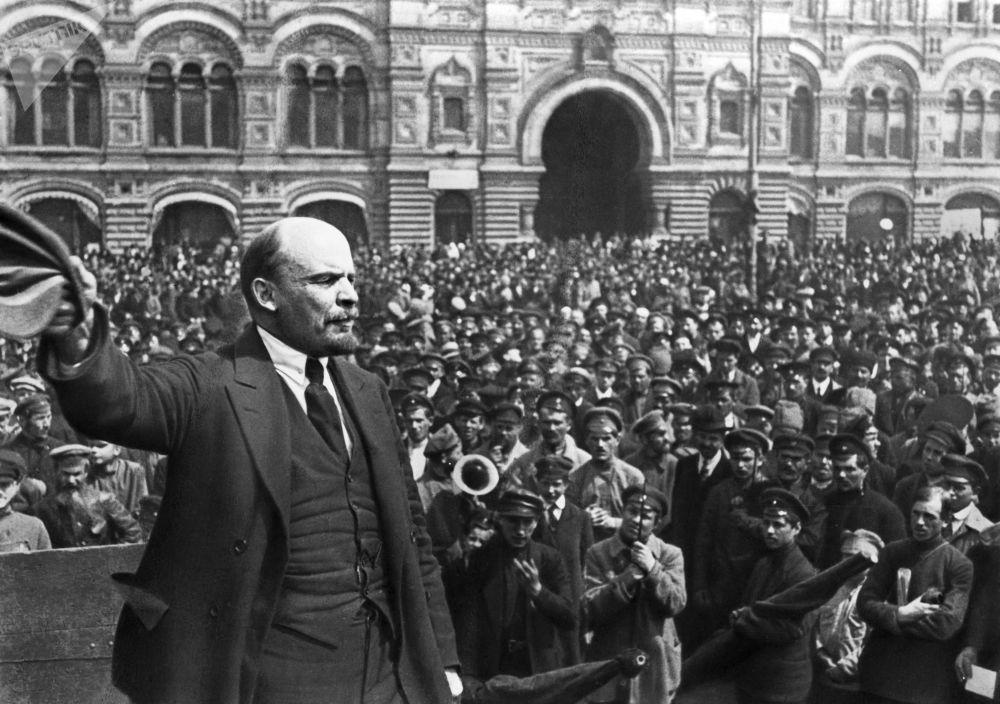 1919年5月25日,弗拉基米尔·伊里奇·列宁在莫斯科红场发表讲话。
