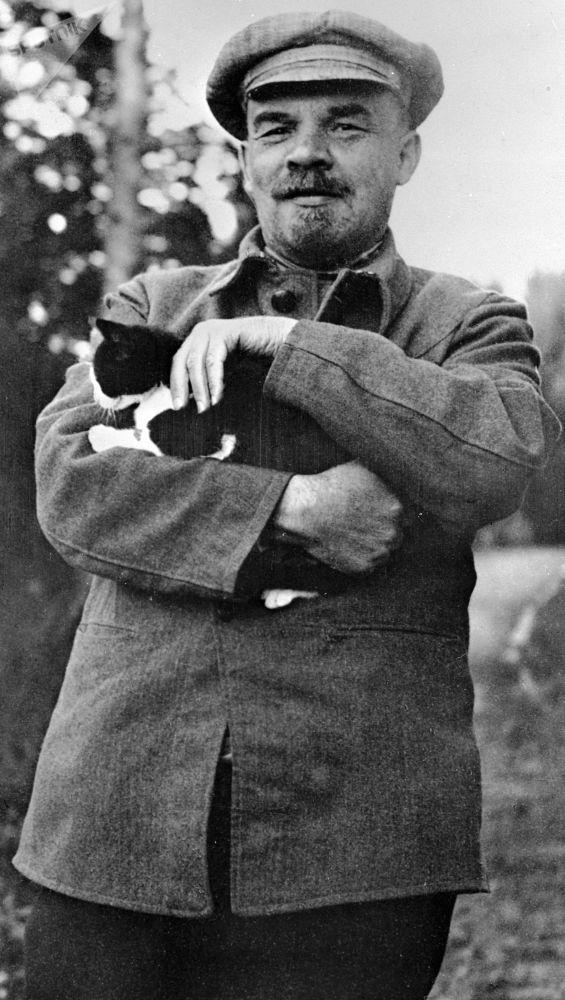 列宁在戈尔基庄园办公室