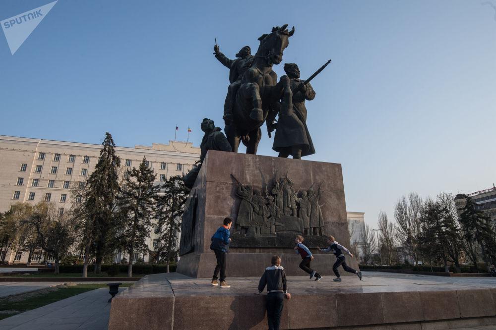 纪念1920年从白军手中获得解放的顿河畔罗斯托夫解放纪念碑