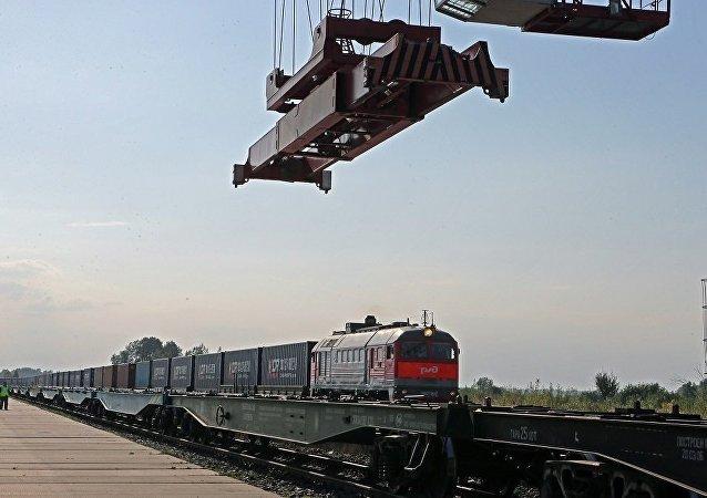 中俄跨境铁路运输因汽车跨境存在问题而大幅增长