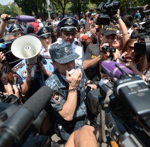 亞美尼亞執法人員在埃里溫逮捕228名示威者