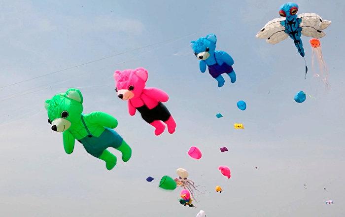 濰坊上空1000多只風箏迎風飛舞