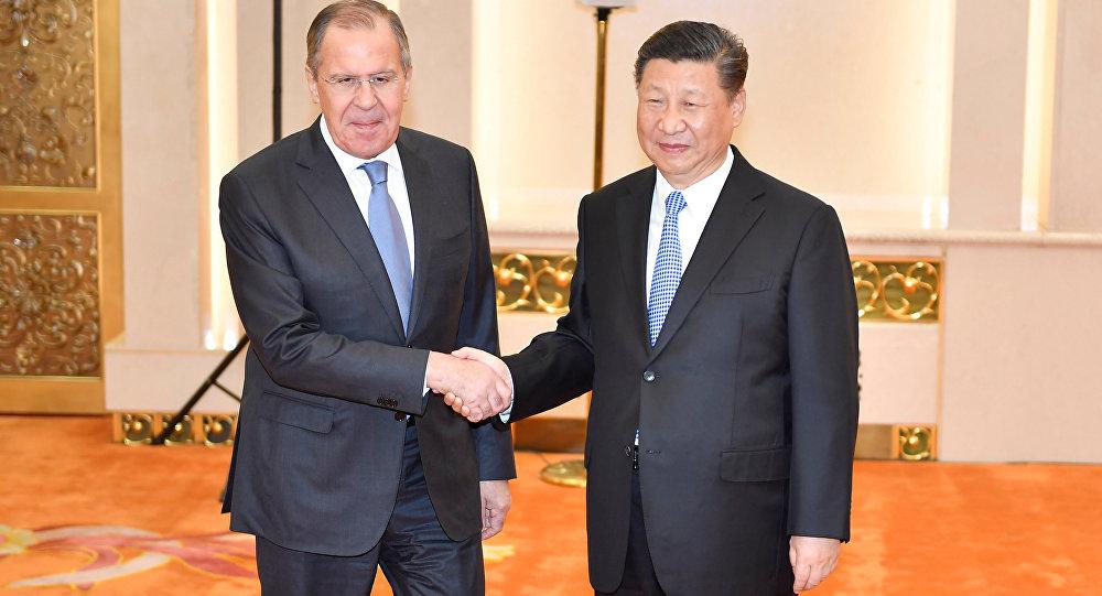 """习近平在与拉夫罗夫的会面上建议发展欧亚经济联盟建设与""""一带一路""""构想的对接合作"""
