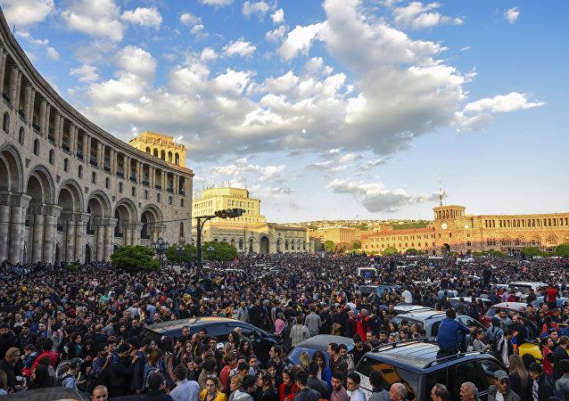 亚美尼亚示威者要求任命反对派领导人为总理