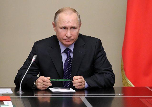 普京:一些国家绕过安理会动武,是在帮助恐怖分子