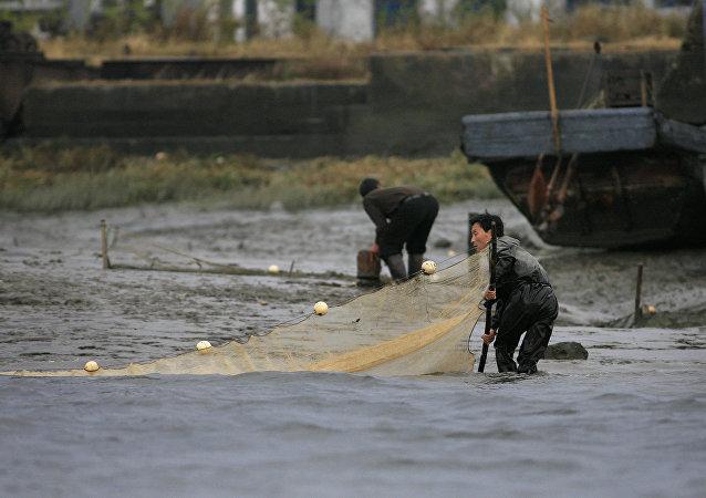 朝鲜非法捕鱼者被俄方扣押 其中一人死亡